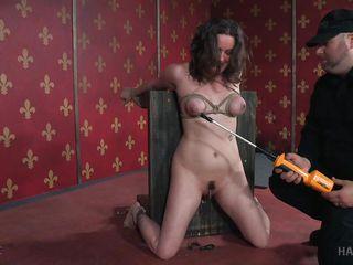 Секс машина доводит до сквирта