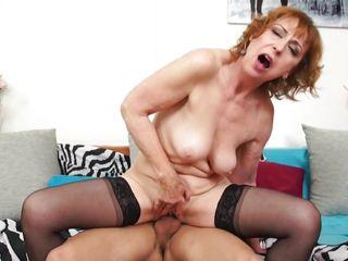Порно видео зрелых дам и парня
