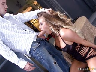 Порно писсинг в рот парню